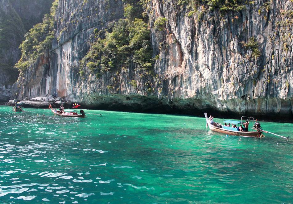 #thailand #thailand travelguide #thailandtourism #topthingstodointhailand #thailandemeraldcaves