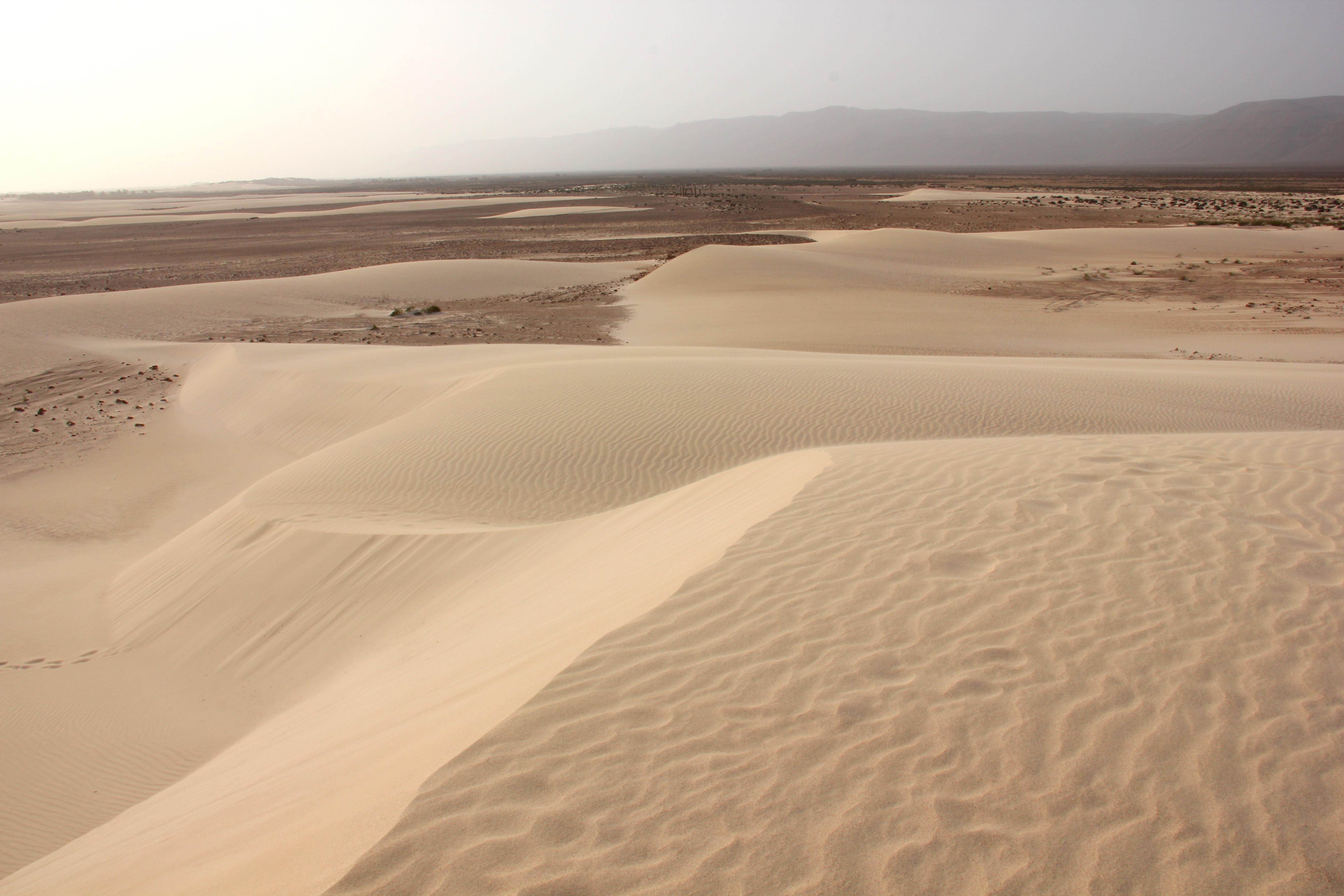 The shifting dunes of Zahak