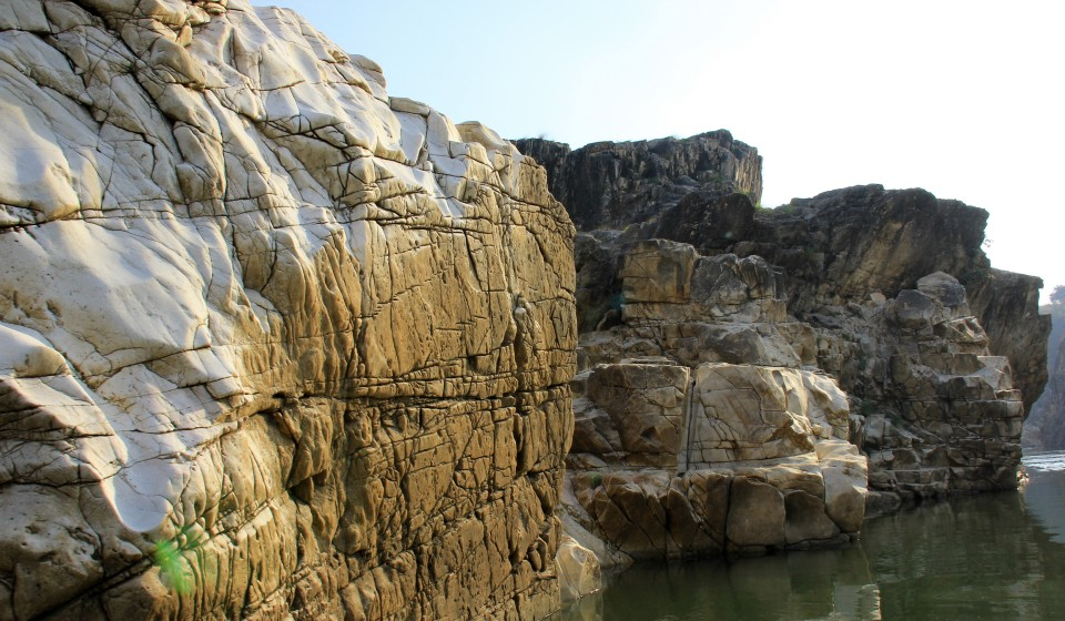 #india #indiantourism #marblerocks #mptourism #bhedaghat #marblerocks